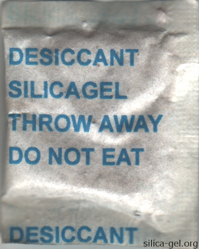 Plain silica gel packet with blue text.