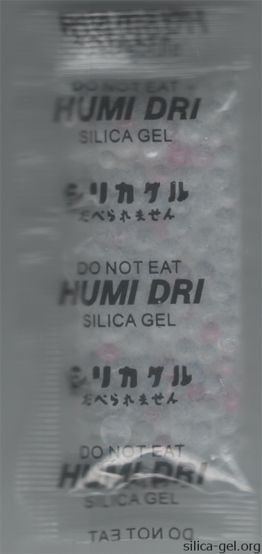 Transparent humi dri packet printed in English and Japanese.